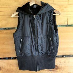 EUC Rafaela zip-up hooded vest w/sweater trim Sz 8